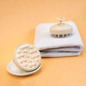 Brosse the good brush bouclette.co posée sur une serviette